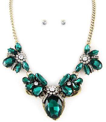 Emerald color glass stone neckpiece