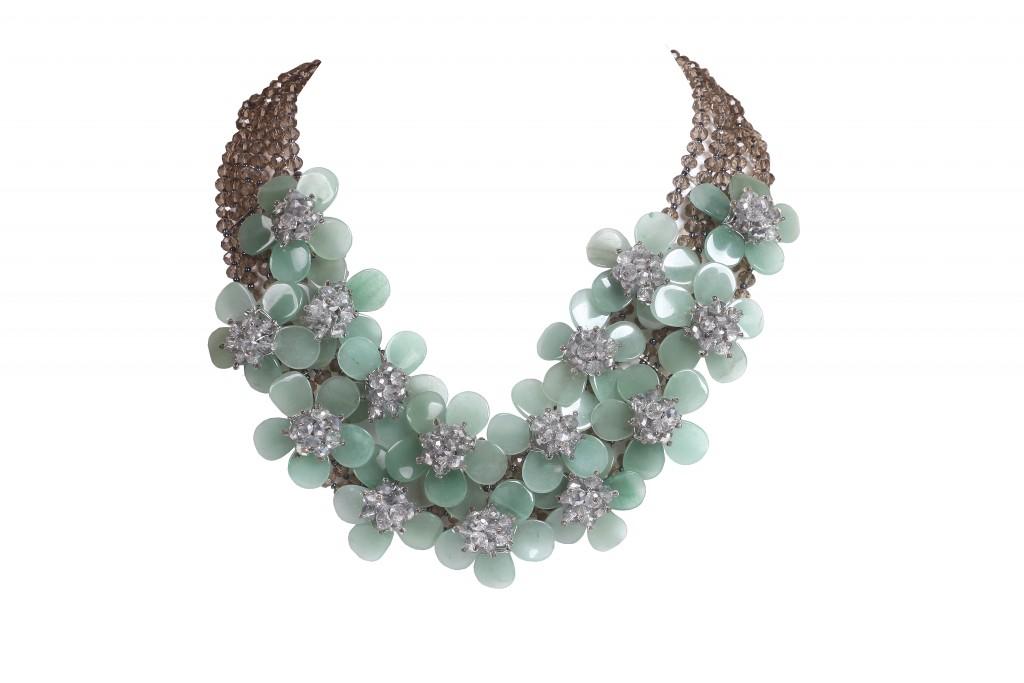 Silver based flower neckpiece